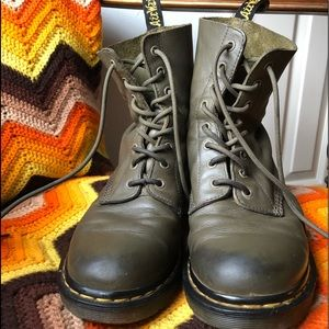 Dr. Martens pascal army green boots